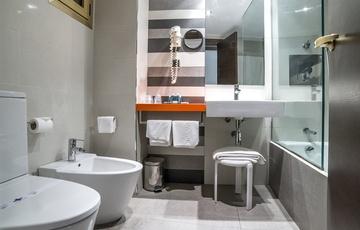 Baño Habitación Hotel Nuevo Torreluz